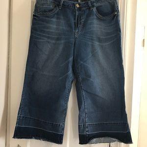 Wide leg stretch jean with fashion hem 16p